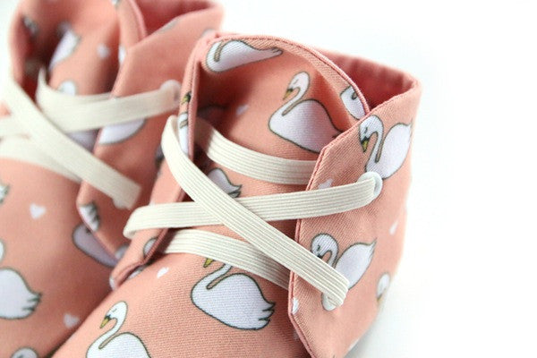 Baby shoes | Blushed Rose Swan Booties