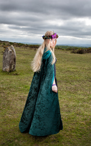 271GN - Green Velvet Hooded Cloak