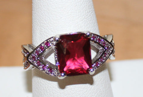 Gorgeous Silvertone ring with Bright Pink Faux Crystals Size 9
