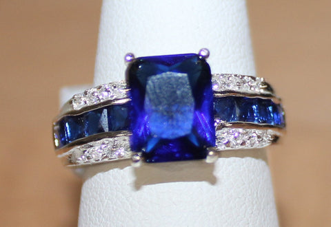 Very Pretty Silvertone Ring with Faux Dark Blue Stone Size 9