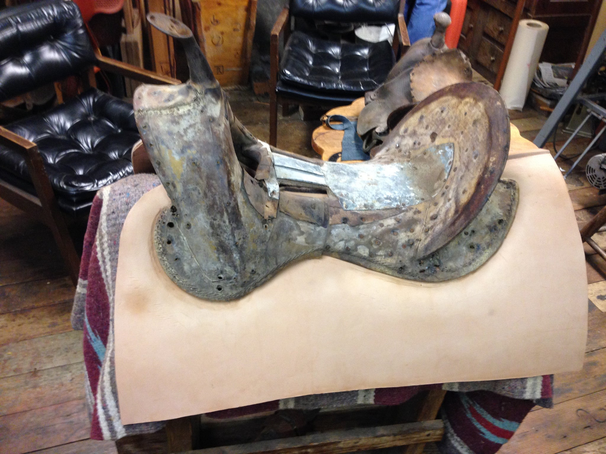 Old Style Custom Western Saddle - Pistol Annie's Boutique