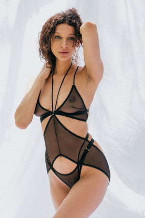 Tisja Damen Myth harness ouvert, Myth longline bralette and Myth high thong