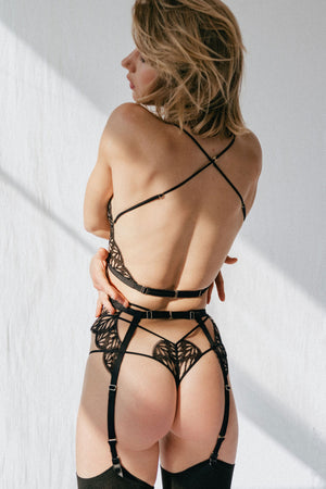 Tisja Damen Sphinx thong, Sphinx halter bra and Sphinx suspender - back