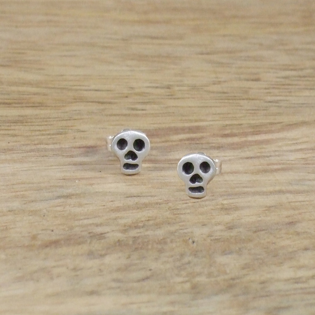 Pequeño Skull Earrings