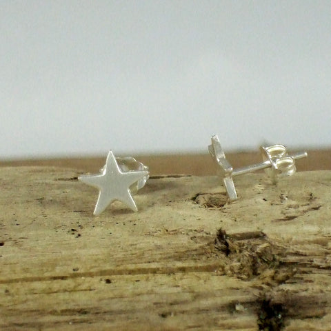 Pequeño Star Stud Earrings in Recycled Sterling Silver