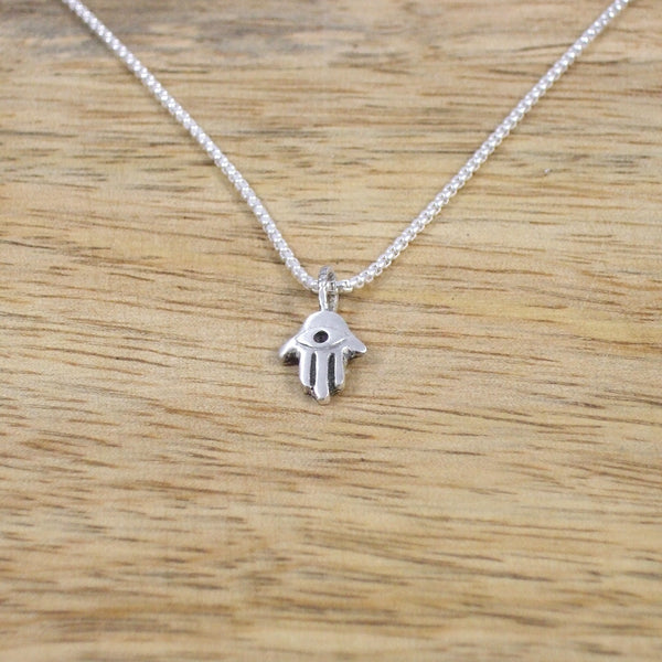 Pequeño Sterling Silver Hamsa Pendant with Chain