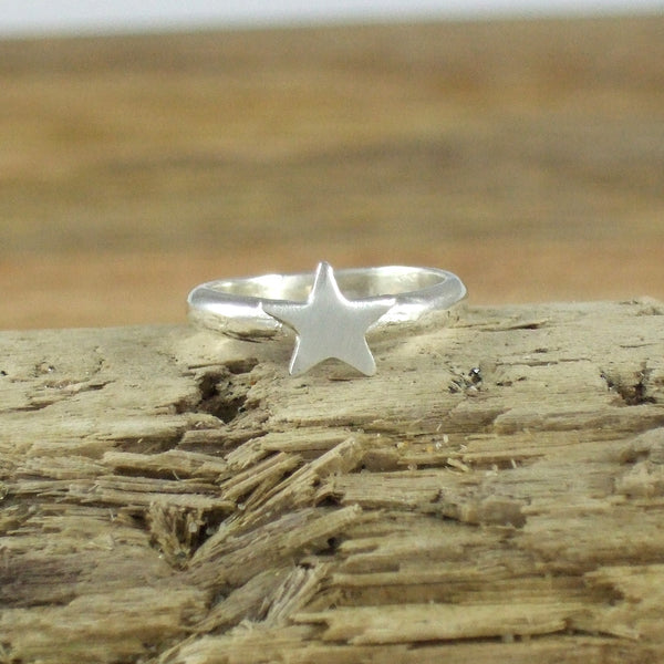 Pequeño Star Pinky Ring in recycled Sterling Silver