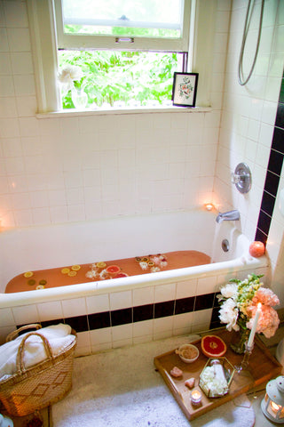 bathtub bath soak citrus with window