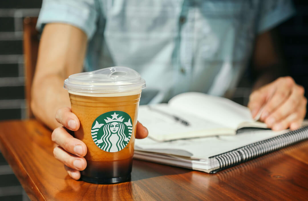 Starbucks Bans Plastic Straws by 2020