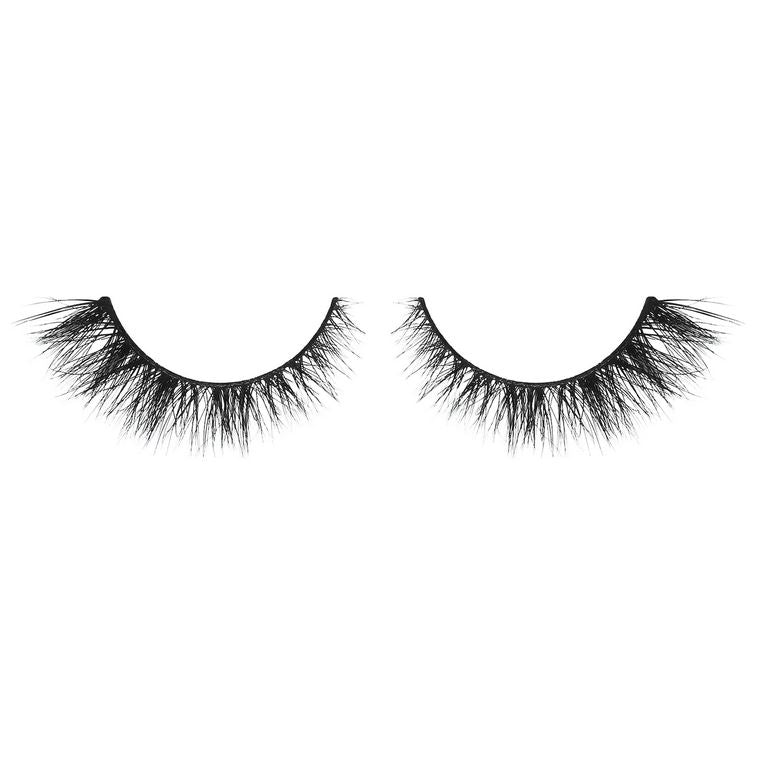 Secret Weapon - medium volume lash with criss-cross whispie pattern and a subtle flare