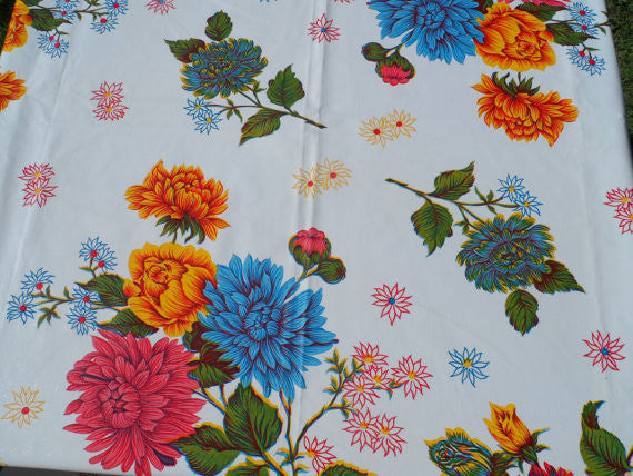 60 Quot Round Oil Cloth Tablecloth White Mum With Center
