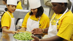 US Students Promoting Cooking and Healthy Lunch