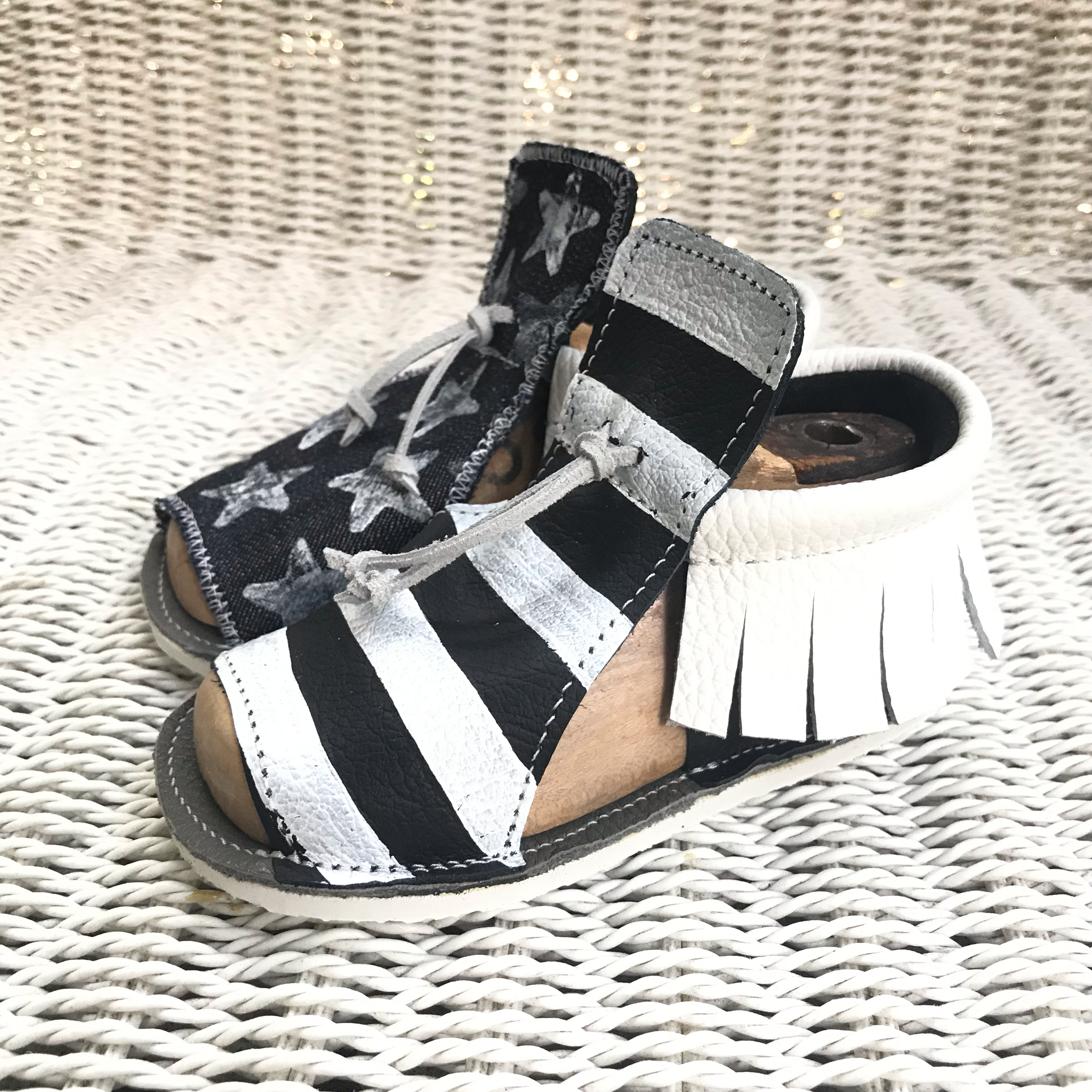 Monochrome Patriotic american flag unisex sandals with rubber sole