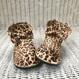 Wild kitty leather shoes
