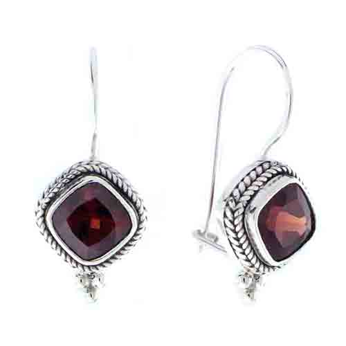 GARNET EARRINGS WITH A LATCH