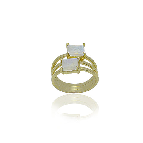 18 KARAT GOLD VERMEIL RING WITH RAINBOW MOONSTONE