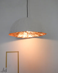 Luminaire PM Blanc & feuilles d'or /ou Blanc & feuilles de cuivre • PM pendant light White & Gold leaves / or White & Copper leaves