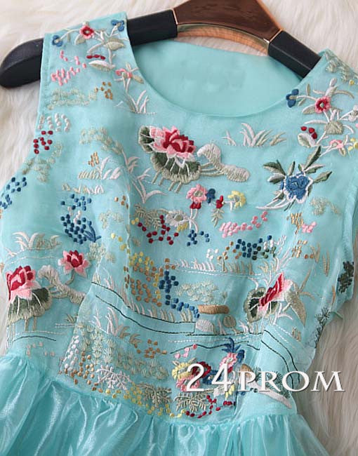 Pretty organza embroidered short dress