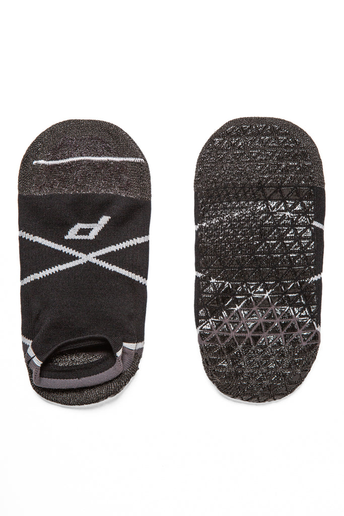 Grip socks for yoga, pilates, barre, and strength training. Great for deadlifting and squatting. Foot and ankle strengthening.