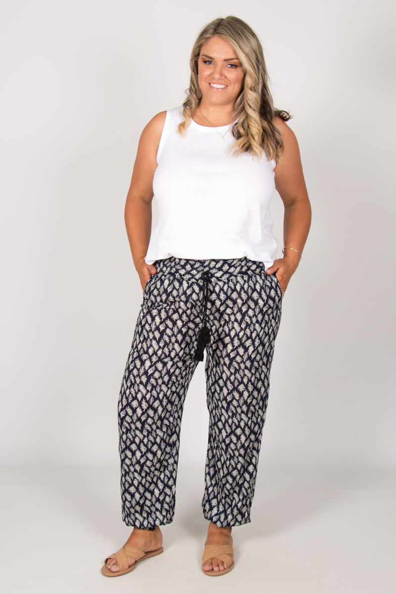 Jana Pants in Navy