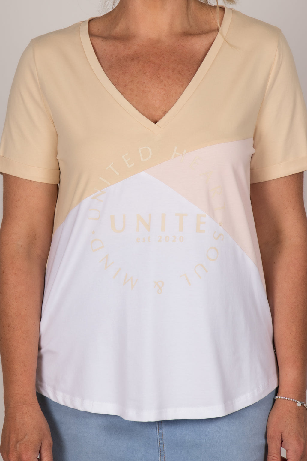 United Tee in Beige/White/Pink