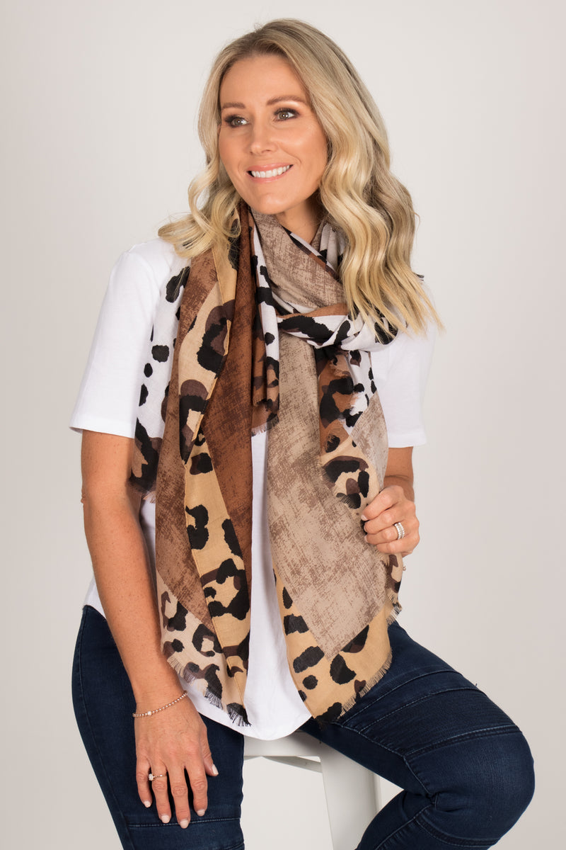 Karlee Scarf In Brown