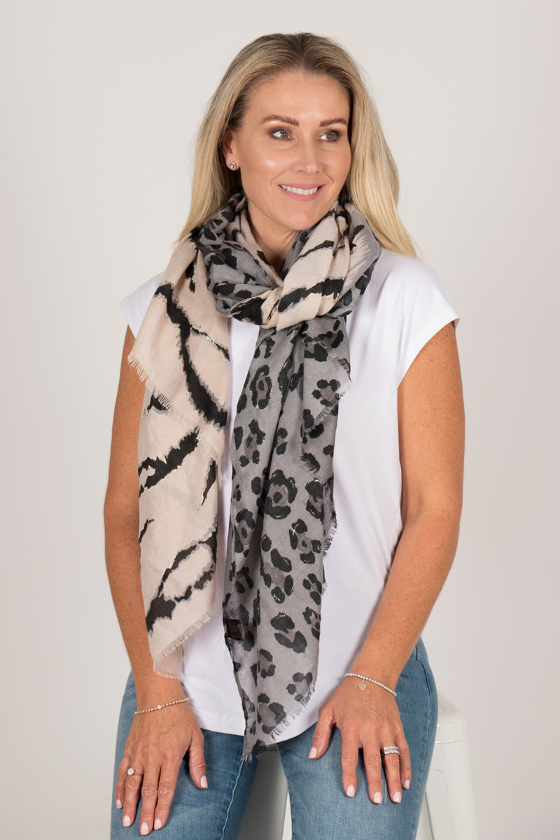 Dynamic Scarf in Grey