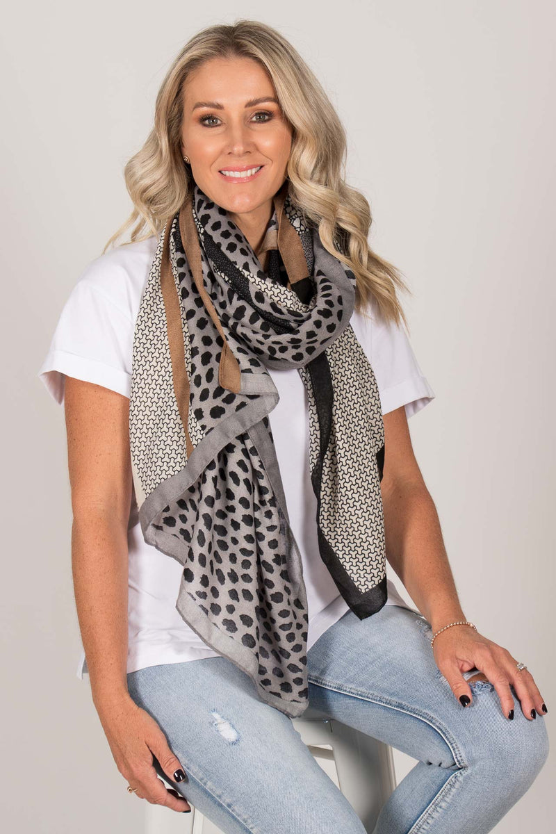Autumn Wonders Scarf in Grey