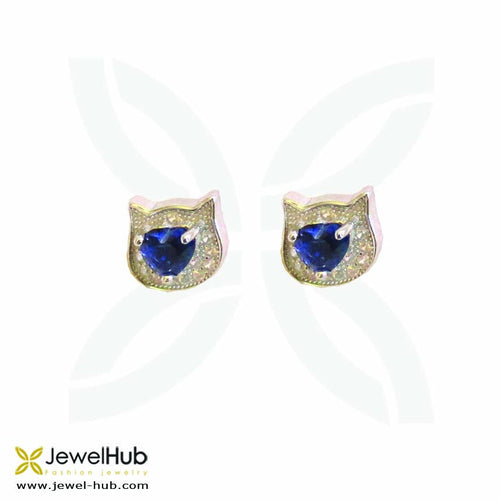 The cat head with different colored stone set in the middle of the twinkling earrings.