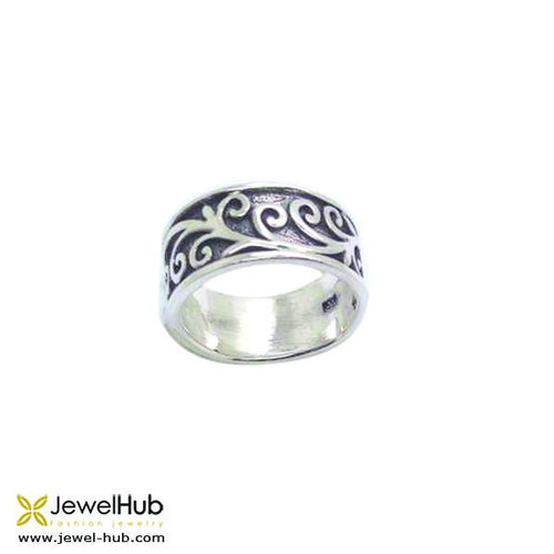 Band boho ring with delicately wrought patterns in sterling silver 925. Perfect gift for any occasions.