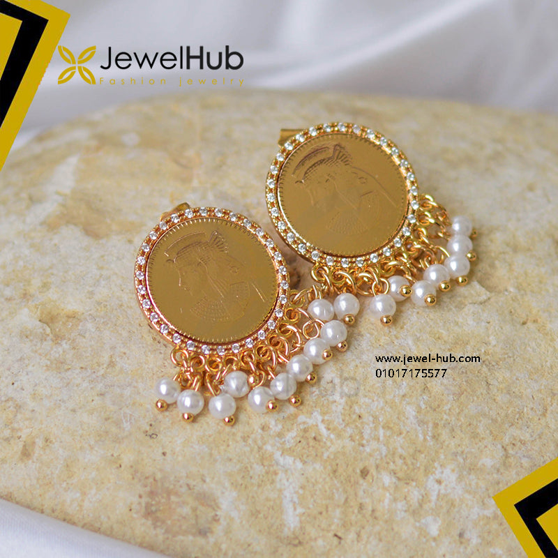 Pharaonic coin earring with pearls
