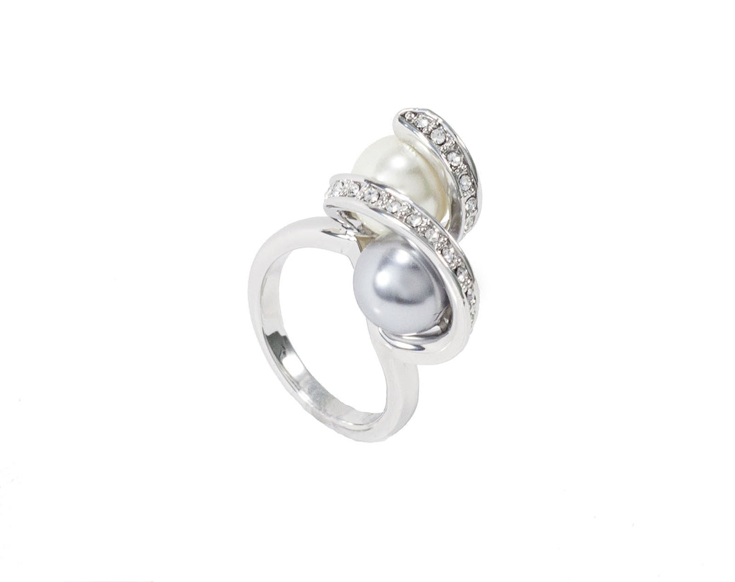 Two pearls of different lusters match perfectly on the sterling silver ring.