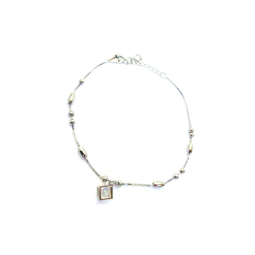 A twinkling silver anklet with a stunning diamond.