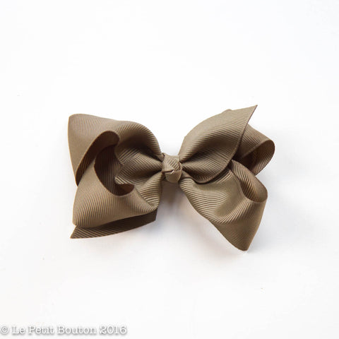 "AW16 Medium Bow Clip ""Mae"" Khaki"