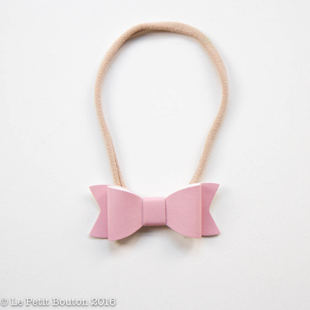 "AW16 Faux Leather Bow ""Emmerson"" pink - Le Petit Bouton"
