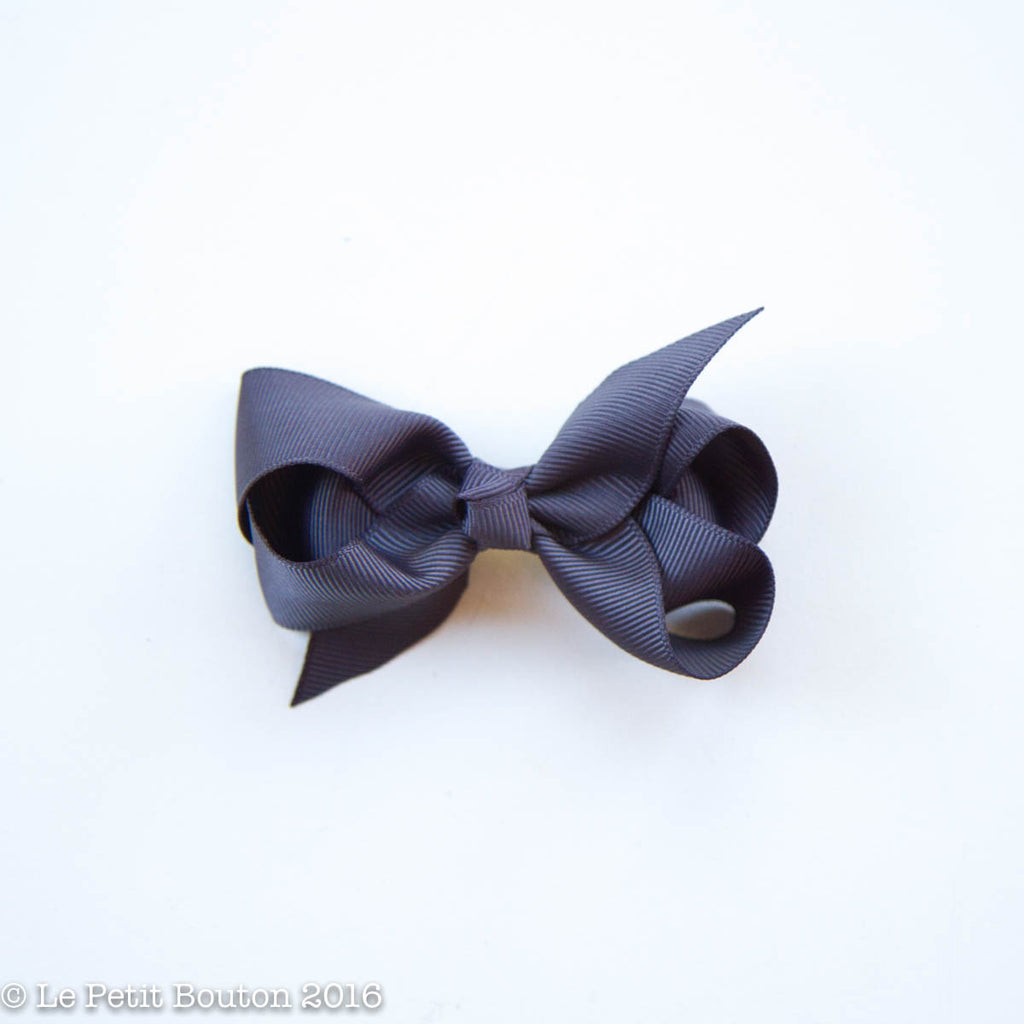 "Small Ribbon Bow Hairclip ""Undine"" Charcoal - Le Petit Bouton"