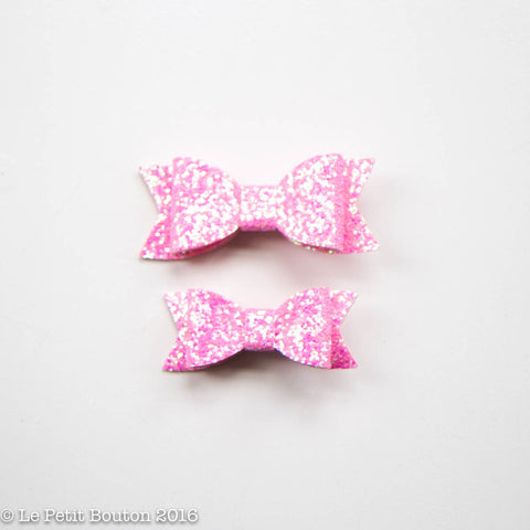 "Faux Leather Bow Hairclip ""Amelia"" Glitter Pink Small - Le Petit Bouton"