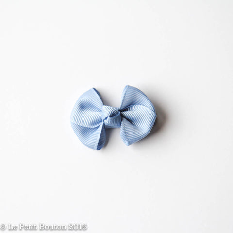 "SS17 Petit Bow Clip ""Jessy"" Airy Blue"