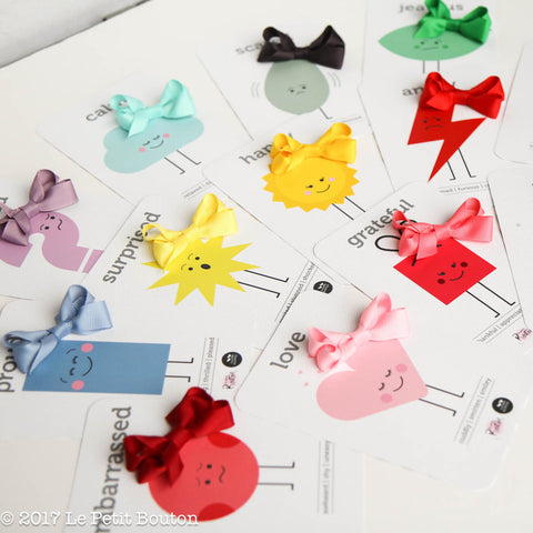 Two Little Duckling Collab Emotions Flash Card & Bow Set. - Le Petit Bouton