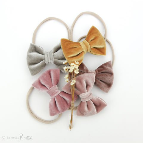 aw19/2 Velvet Large Bow on Nylon Headband - Light Dusty Pink Velvet