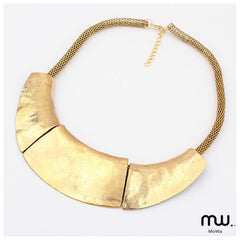 Collar placa triple curva
