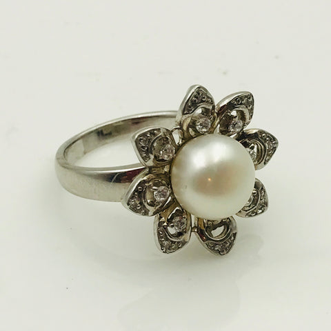 White Round Pearl and Topaz Sterling Silver Ring - Size 6.5