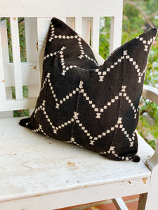 Black ZigZag Dot Authentic Mud Cloth Cover