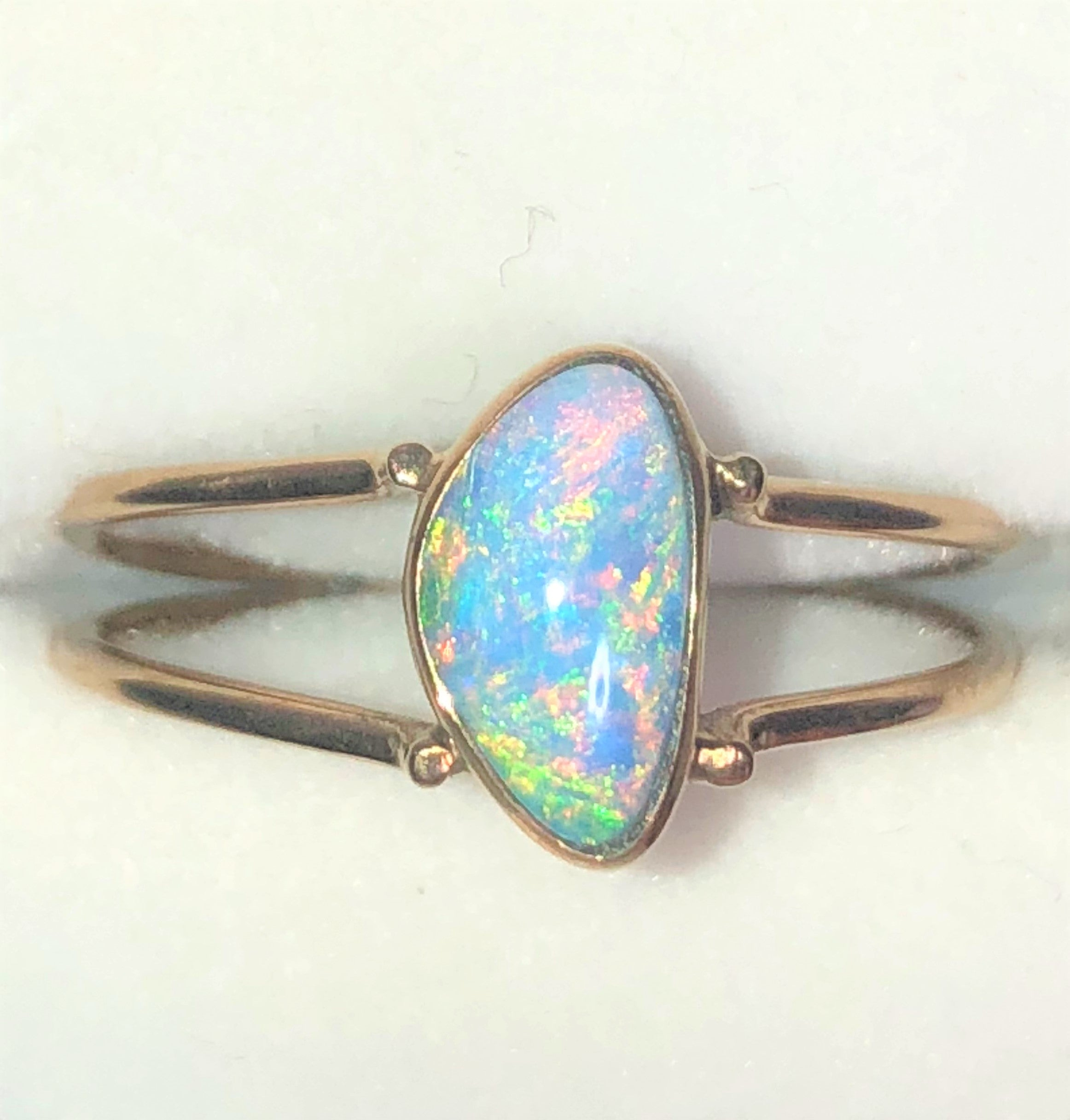 Green multicoloured solid boulder opal from Quilpie , 10k Ring