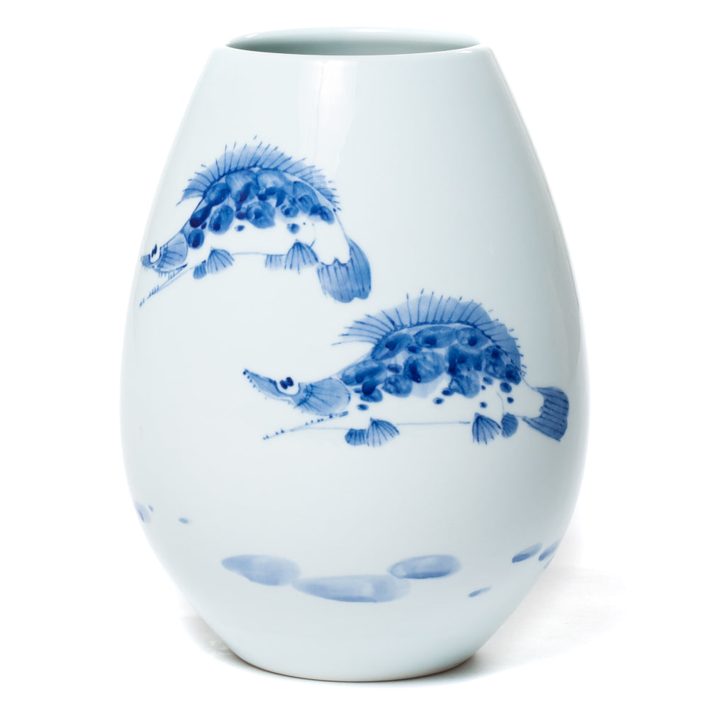 Egg-shaped porcelain vase with fish painting