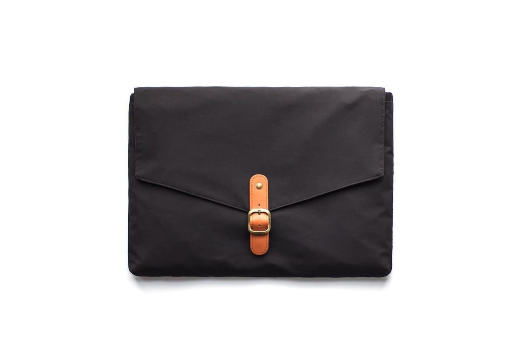 "Folder Case 15"" Black Macbook Pro with Touch Bar"