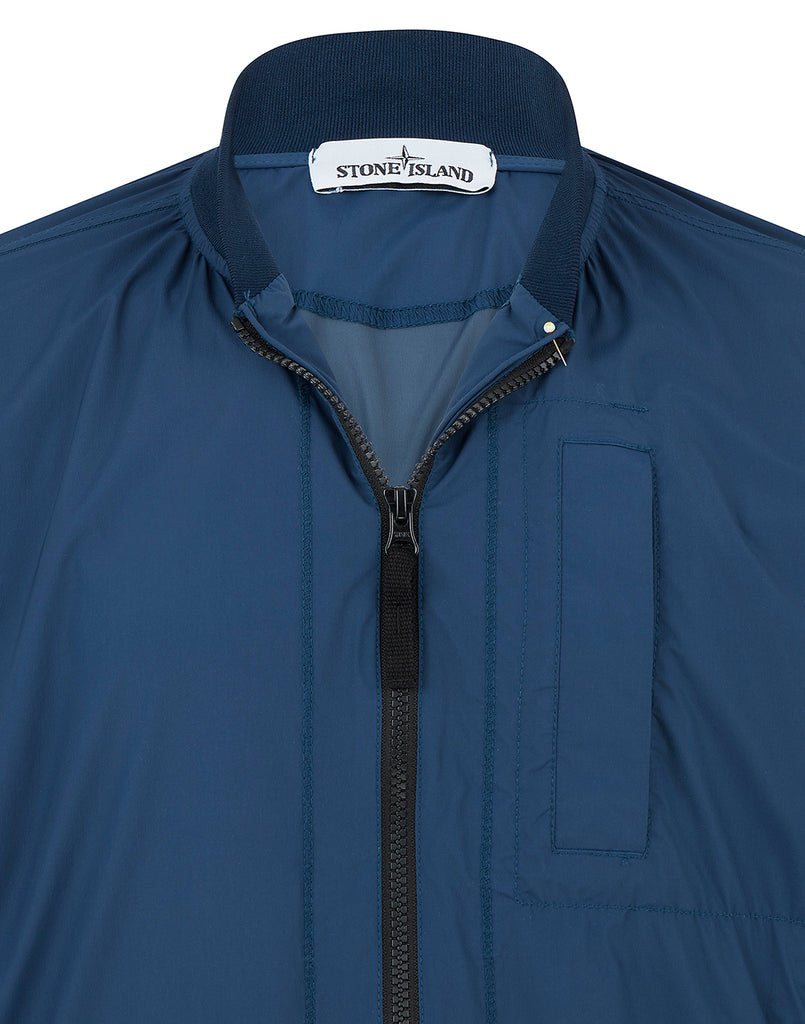 44431 SKIN TOUCH NYLON-TC_PACKABLE Jacket in Blue Marine