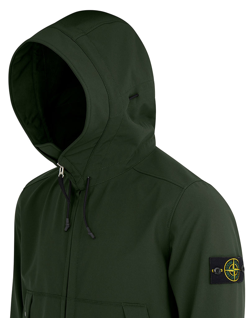 Q0122 Soft Shell-R Hooded Blouson in Dark Forest