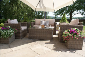 These square shaped rattan sofa and chairs will look great in any garden, patio or decking