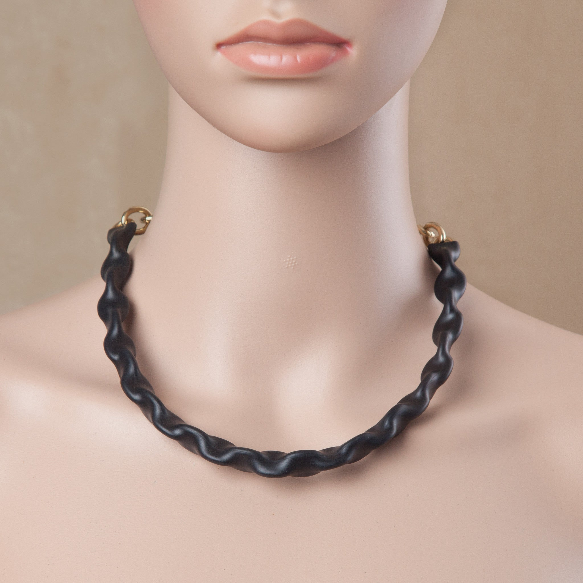 MENTOS NECKLACE BLACK